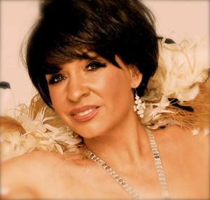 Shirley  Bassey Double Lookalike Tribute-1 (5)