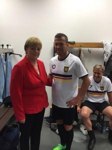 Angela Merkel-Double Lookalike-1 (10)