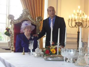 Queen Elizabeth Double Lookalike-3 (2)
