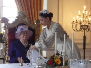 Queen Elizabeth Double Lookalike-3 (4)