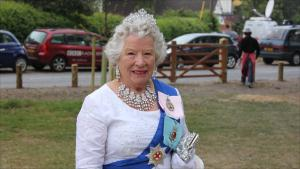 Queen Elizabeth Double Lookalike-4 (2)