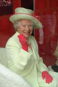 Queen Elizabeth Double Lookalike-4 (5)