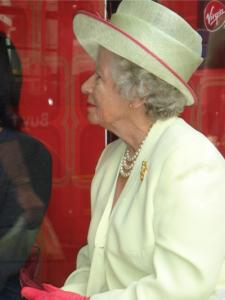 Queen Elizabeth Double Lookalike-4 (6)