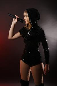 Taylor Swift Double Lookalike Tribute-1 (6)