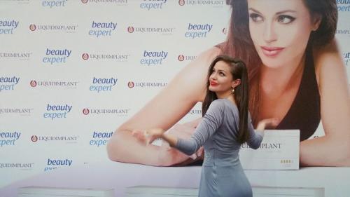Angelina Jolie Double Lookalike-1 (12)