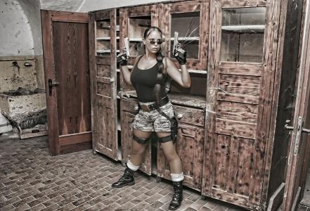 Lara Croft  Double Lookalike-3 (9)