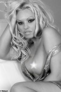 Pamela Anderson Double Lookalike-1 (14)